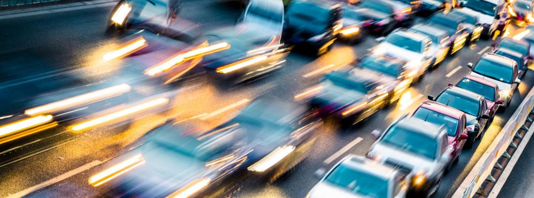 Pros y contras de las plataformas de estacionamiento de vehículos
