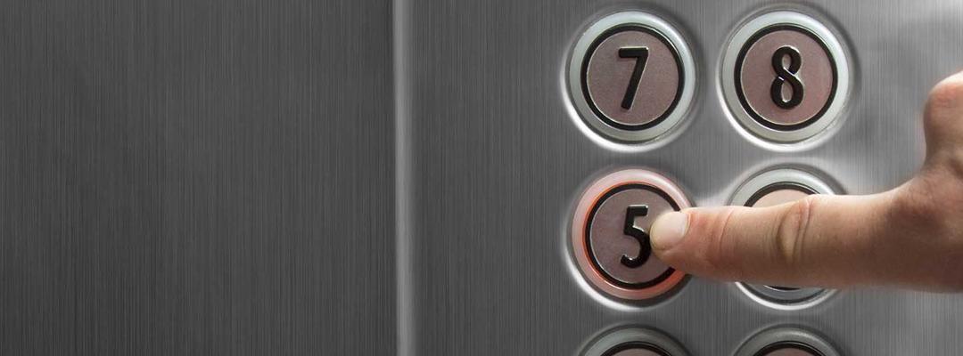 La botonera de los ascensores: un festival de bacterias al alcance de todos